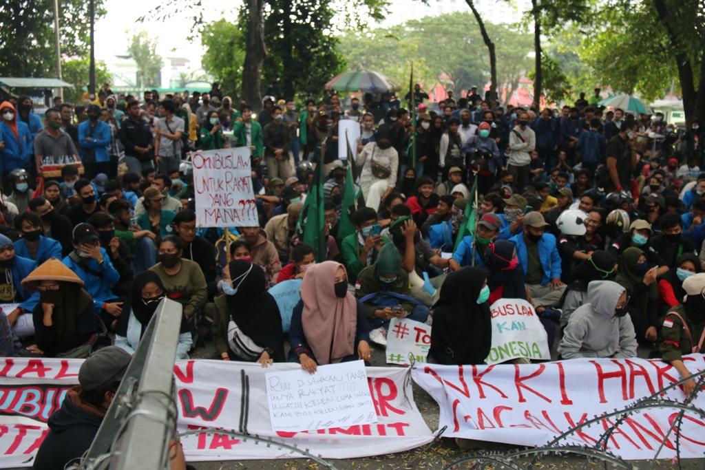 Unjuk rasa akumulasi kemarahan buruh & rakyat sumatera utara (AKBAR)
