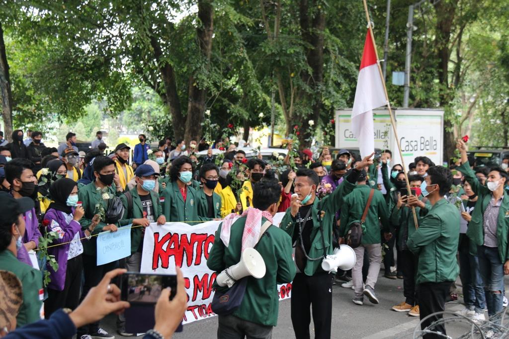 Unjuk rasa aliansi mahasiswa sumut berduka (MURKA)