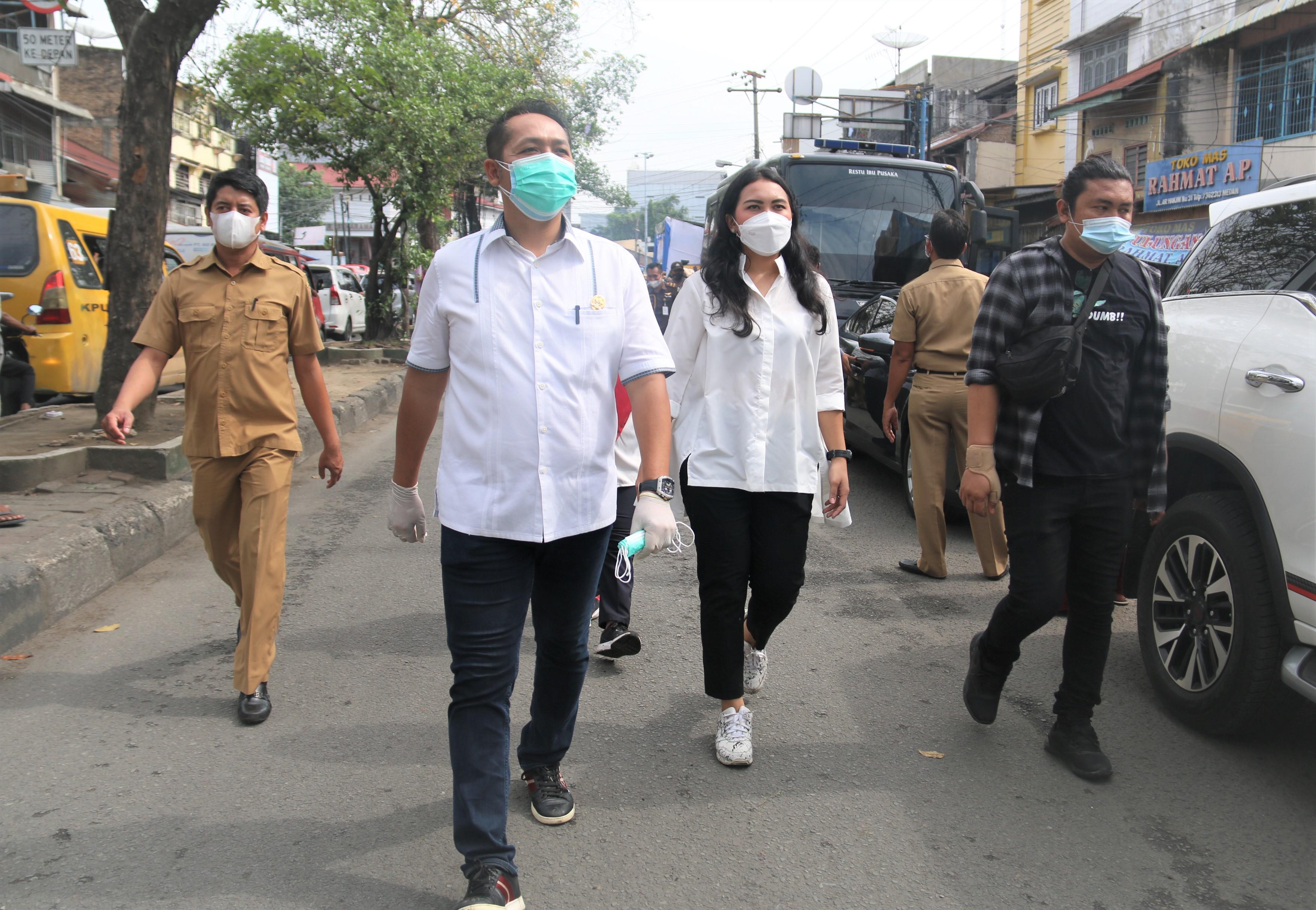 Komisi A DPRD Provinsi Sumatera Utara Mengikuti Pembagian Masker dan Hand Sanitizer yang di Gagas Polda Sumut